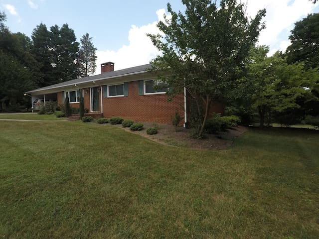 Lovingly Remodeled Home Grandover/Sedgefield Area