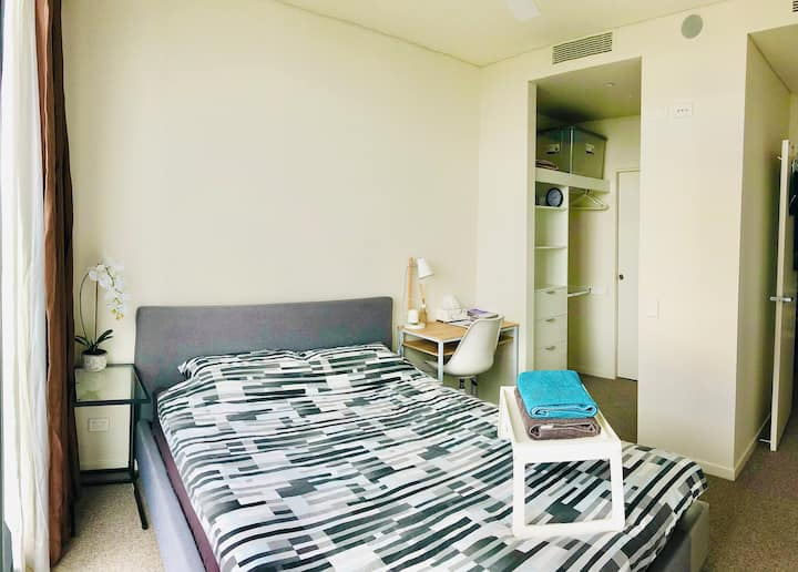 City view Master Room in Kangaroo Point