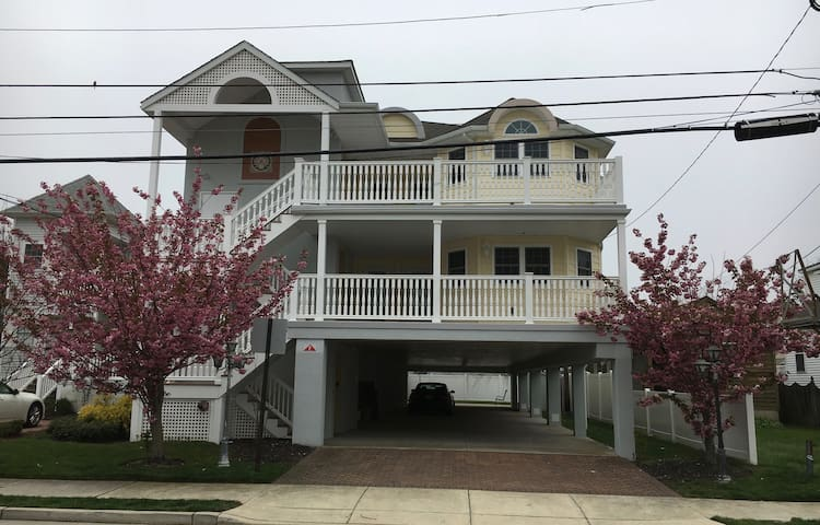 NEW 3 BDR CONDO - CLOSE TO BEACH AND RESTAURANTS - Margate City