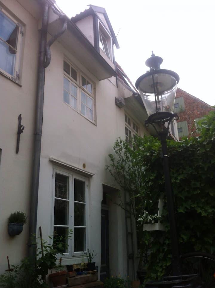 Lübecker Ganghausperle möbliertes Wohnen 60qm