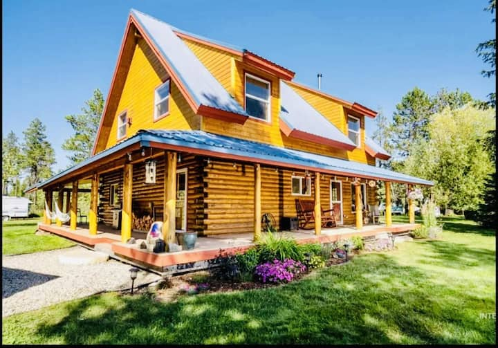 Brand New Remodeled Cabin in Donnelly with Game Room, Hot Tub, Huge Yard with Zip Line