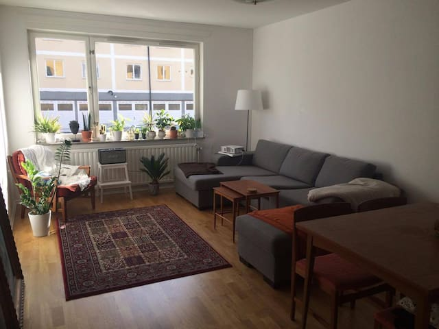 Cosy room in 70 m2 apartment, 2 min from metro