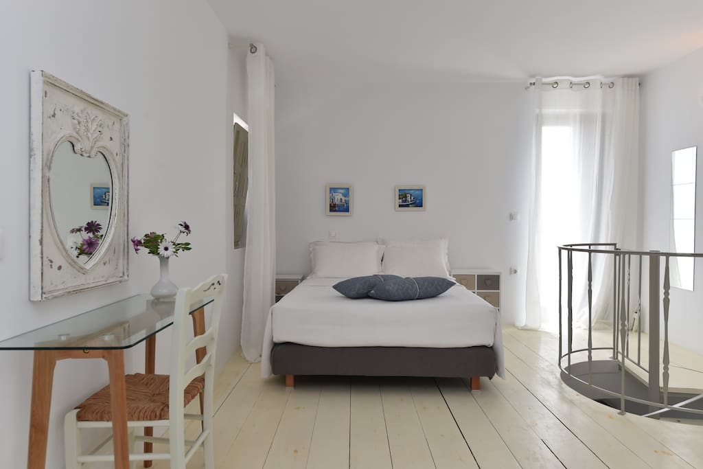 Upper floor bedroom - Double bed