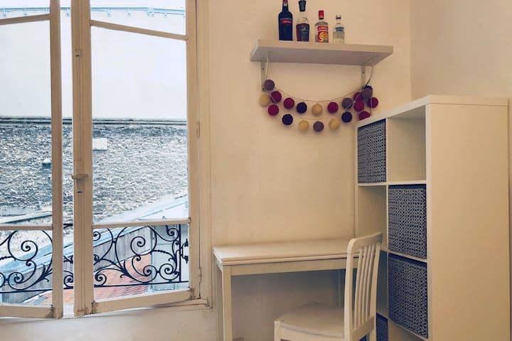 Bright & Cosy Central Studio Apartment