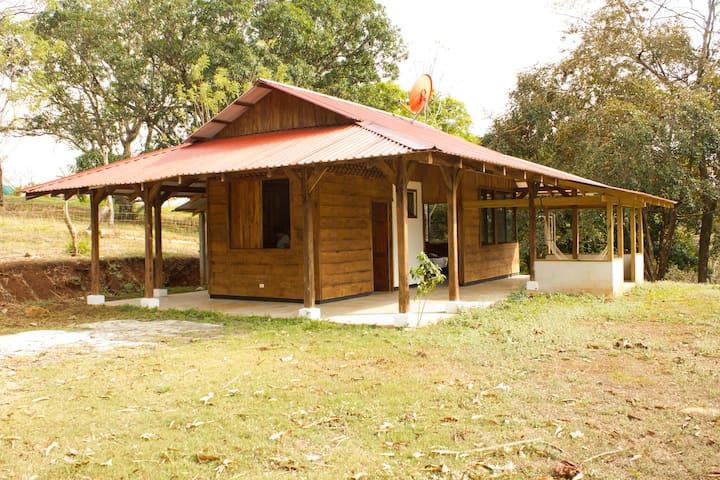 Cabaña Rústica cerca de playas Pacifico Costa Rica - Jesús María