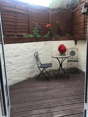One bedroom flat with small terrace in Fulham