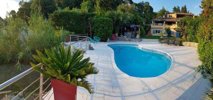Magnifique 3p piscine rdj villa à 10 mn des plages