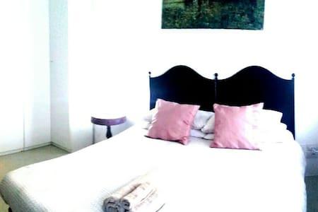 QUEEN Double Room in dowtown