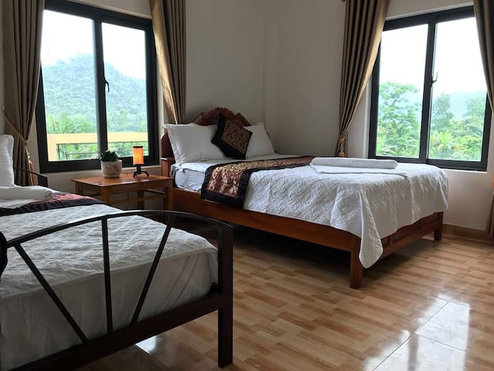 Applebee's Homestay(double bed with mountain view)