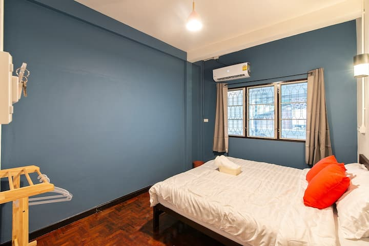 1 BEDROOM ❤♡ Charming White Black ❤♡ Home in Town