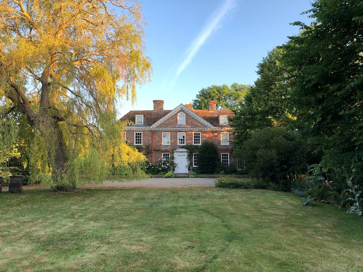 Escape To The Country-Quintessentially English
