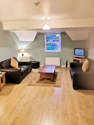 2 bed large apartment, close to city centre
