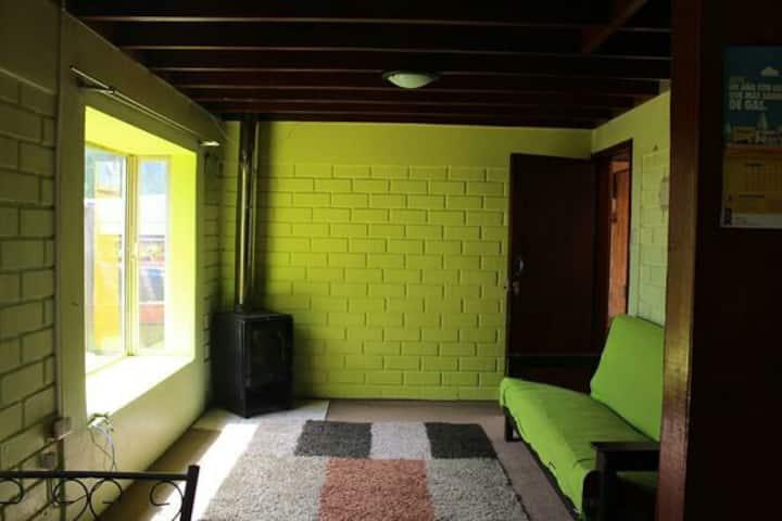 Casa interior en barrio residencial tranquilo