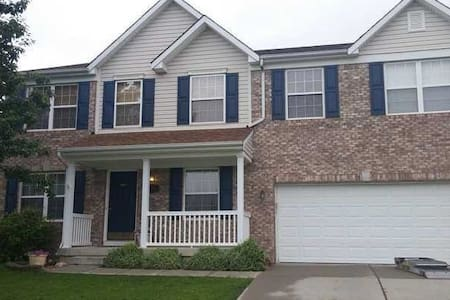 Serene Locality, Relaxing Bed & Cute Pets! - Indianapolis - Casa
