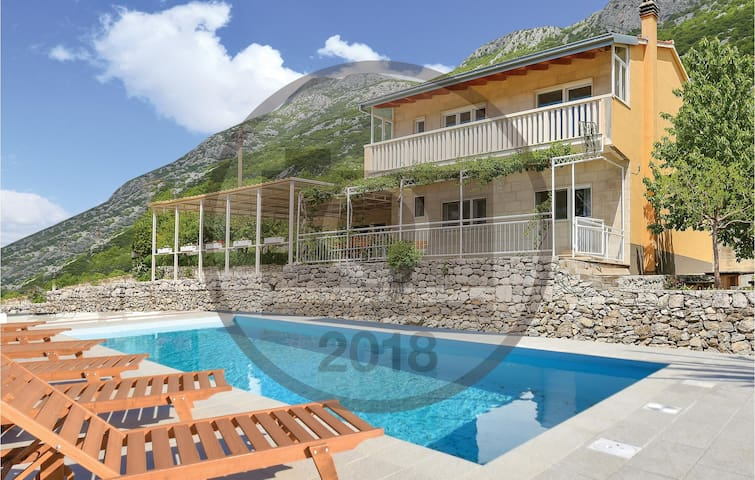 Holiday cottage with 4 bedrooms on 132 m² in Cisla
