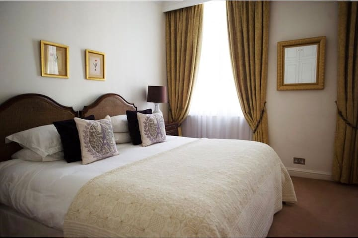 MAYFAIR ONE BEDROOM LOVELY VICTORIAN APARTMENT