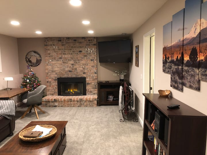 Happy Valley Hideaway - Newly Remodeled