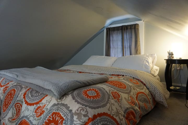 Queen bed in loft.  Not a lot of room to stand up while in the loft.