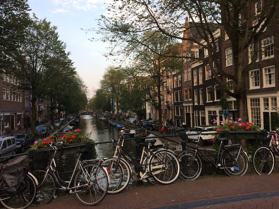 """The house is situated on the canal, in the """"Jordaan"""" neighbourhood, known for its lively streets and abundance of cafe's and bars. It's a 5 minute walk to the Anne Frank house and a 10 minute walk to Dam Square."""