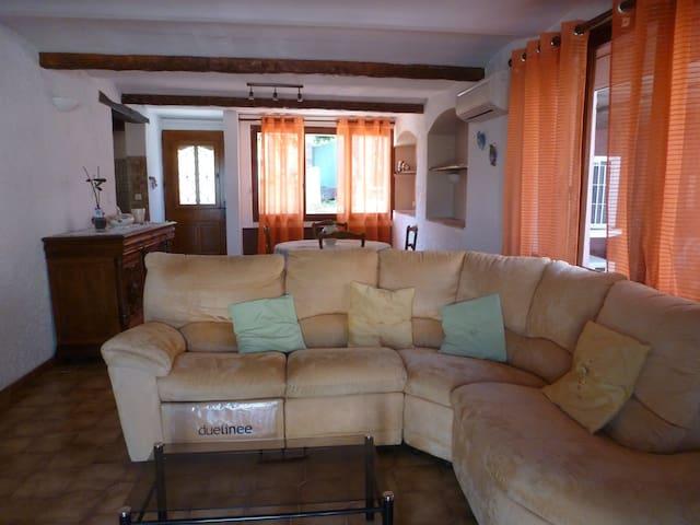 Maison familiale à 10 min de la mer - St-Laurent-du-Var - Huis