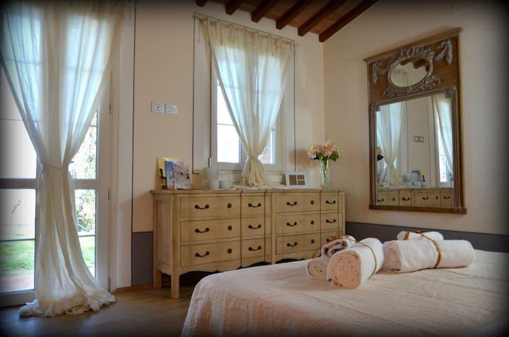 Stanza Matrimoniale con bagno privato e giardino. - Lucignano - 別墅