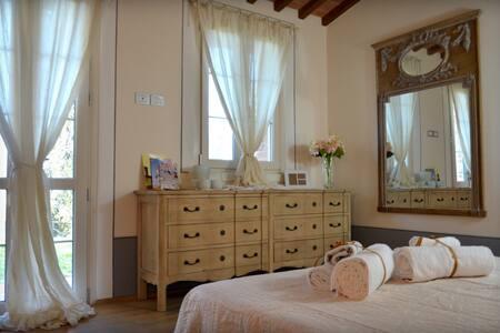 Stanza Matrimoniale con bagno privato e giardino. - Lucignano - Casa de campo