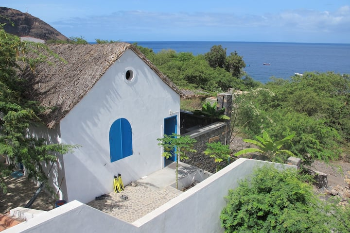 House with Terrace front of  the sea - Tarrafal