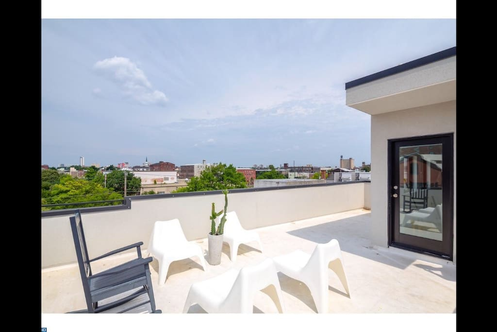 Modern roofdeck with expansive views of the city and no neighbors, so excellent privacy.