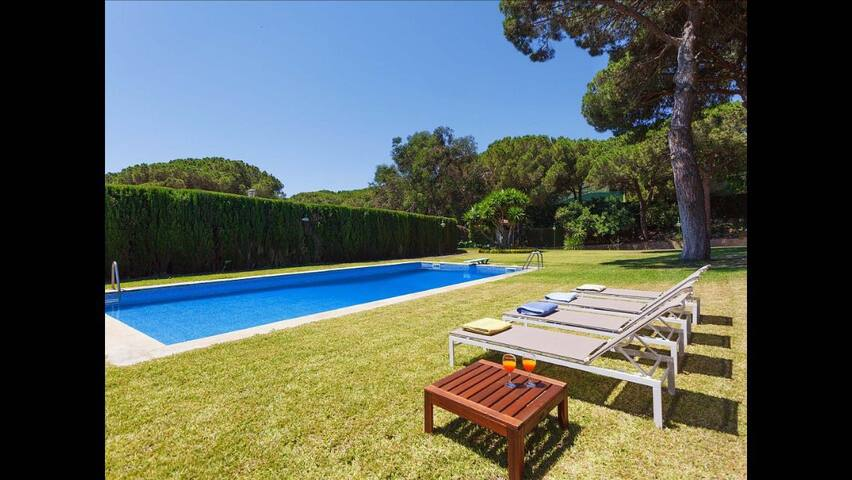 Spacious villa for 13 people + 1 Villa for 4 - Sant Andreu de Llavaneres - Villa