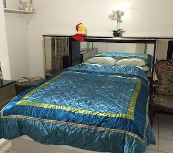 Carol's bed n breakfast Room 1 - เปโอเรีย - ที่พักพร้อมอาหารเช้า