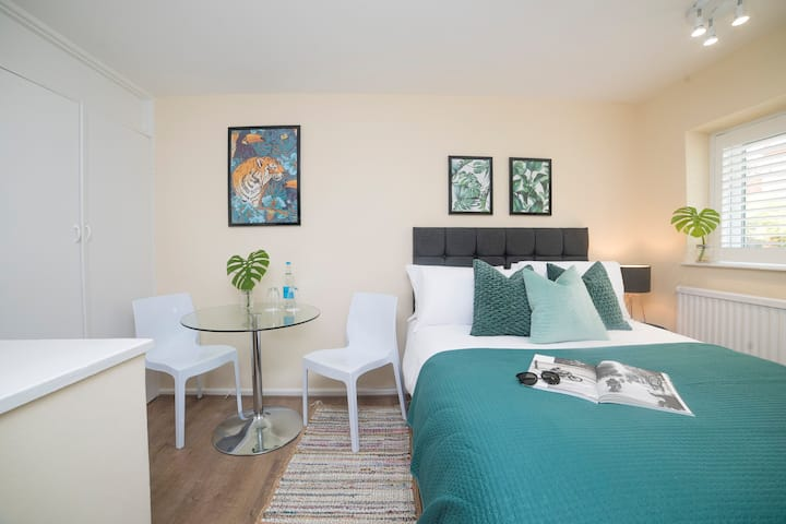 ✈☀ Beautiful Private Room Close - to Station ☀ ✈