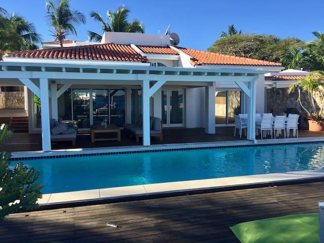Elegant Private Waterfront 3 Bedroom Villa - Philipsburg - Hus