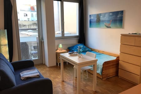 Nice room 15min from the cityCentre - Wenen