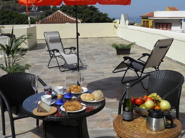 Casa de Isora relaxation and discovering Garachico