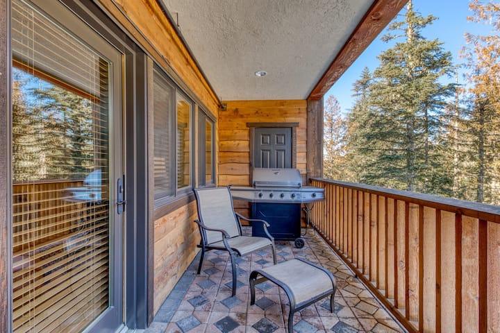 Mountain condo w/ gas fireplace, shared pool, hot tub, sauna & easy ski access!