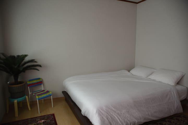 Romantic seoul trip in Dallihouse Room2