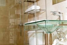 Luxurious and tastefully designed bathroom