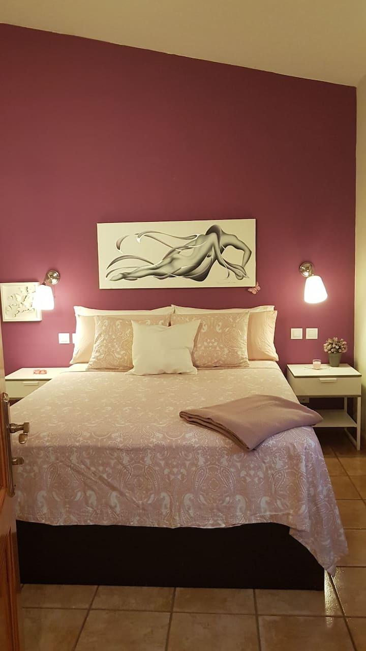 Agradable habitación privada con baño en suite