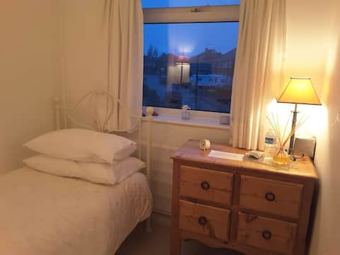 Bright cosy & quiet( also double room available )