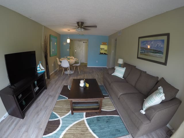 St Pete Beach 2 Br condo w/free parking & Wi-Fi - Saint Pete Beach