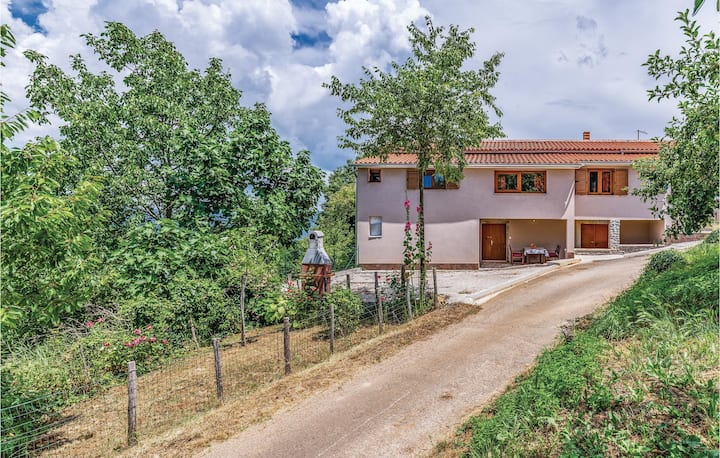 Beautiful home in Rakotule with WiFi and 2 Bedrooms