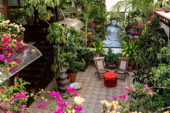 Oasis with a courtyard in Bandra, Mumbai - Mumbai - Huoneisto