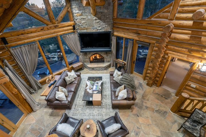 Incredible Ski Out Access, Massive Views, and Luxurious Finishes