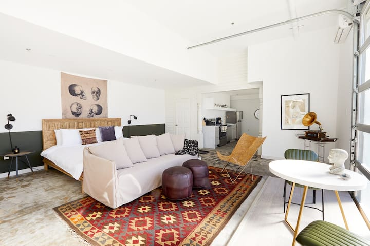 Sonder | Artist Lofts | Bright Studio + Pool