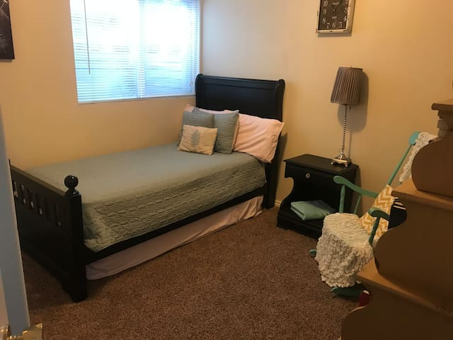 Clean Private Room in the Heart of Provo