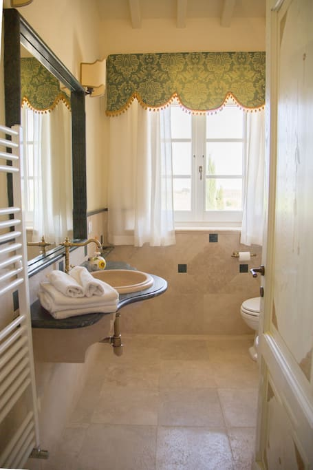 Bagno in camera doppia con doccia