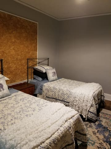 Bring the dogs Bungalow by Atlanta Airport/Metro