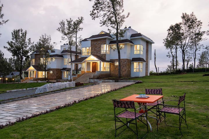 ✿5BR Designer Villa✿ Lawn+Mountain Views+Bonfire ♥