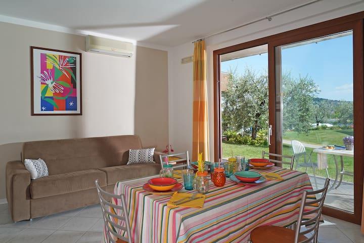 Soggiorno con divano letto- Living room with sofabed - Wohnzimmer mit Sofabed