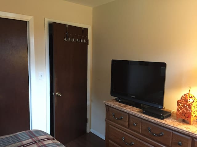 Confortable Private Room & Bathroom - Readington Township - บ้าน
